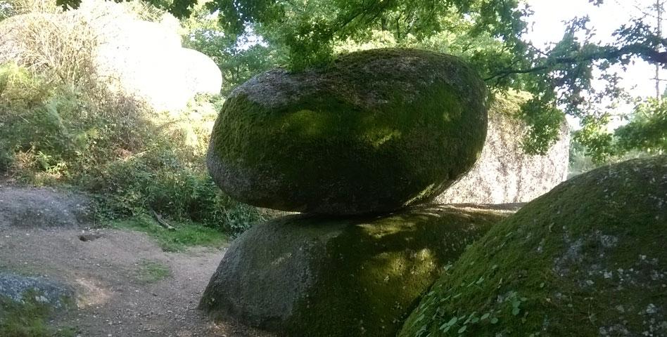 Le Rocher branlant en Deux-Sèvres, un lieu méconnu entre roche et nature